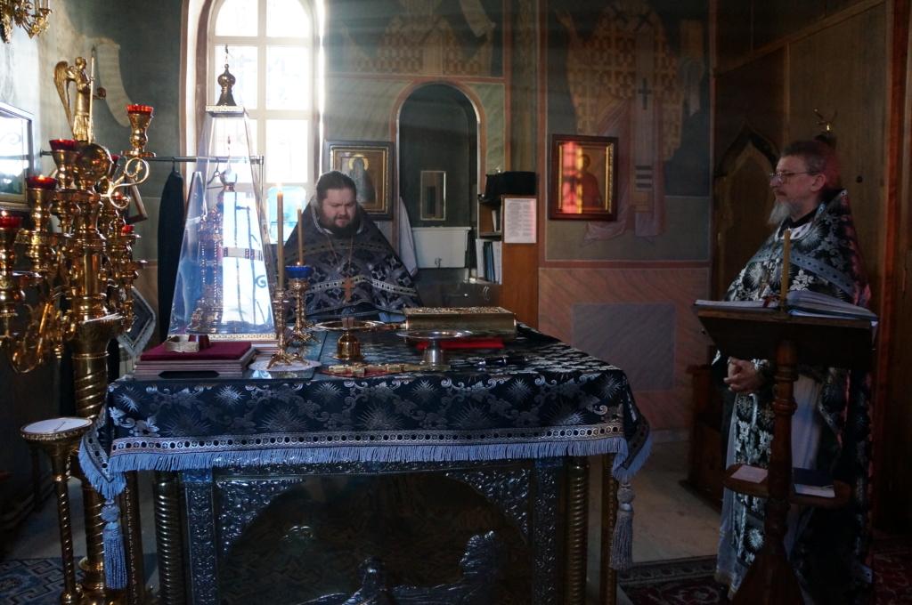 Наместник монастыря игумен Кирилл возглавил Литургию Преждеосвященных Даров