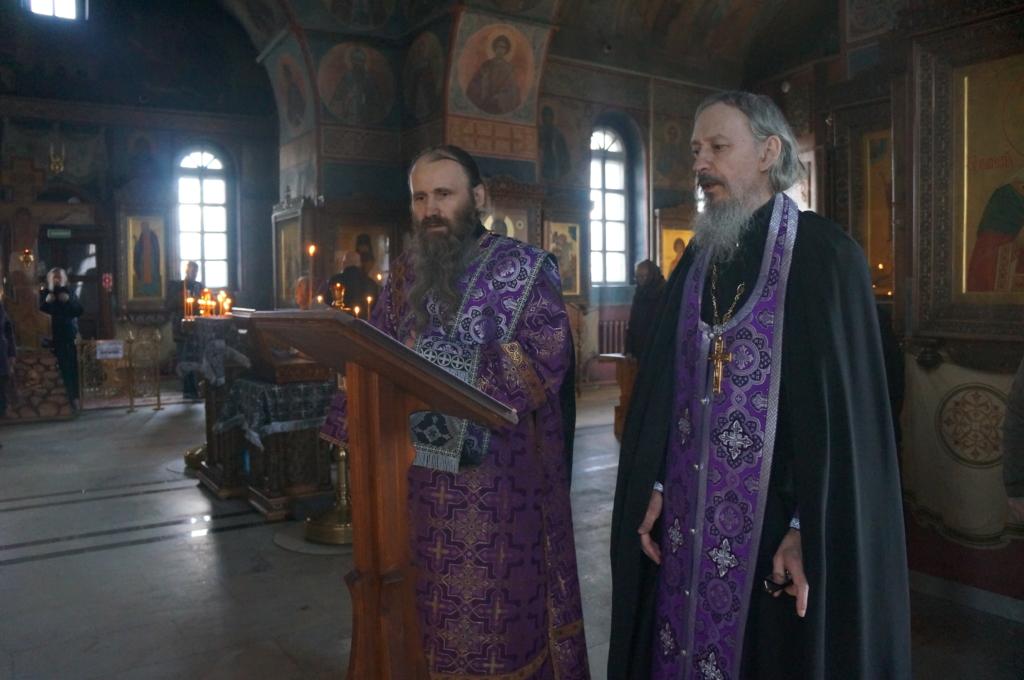 В нашем монастыре совершается молебен в связи с угрозой распространения коронавирусной инфекции.