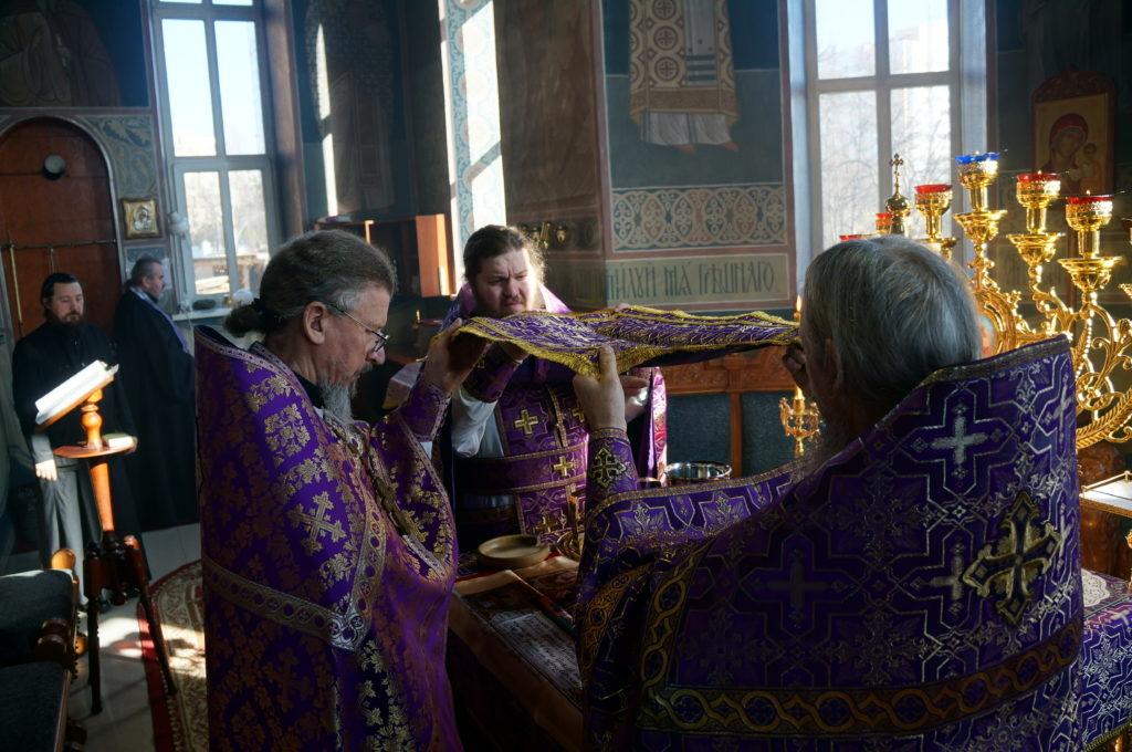 Неделя Крестопоклонная. Божественная литургия в Свято-Успенском монастыре