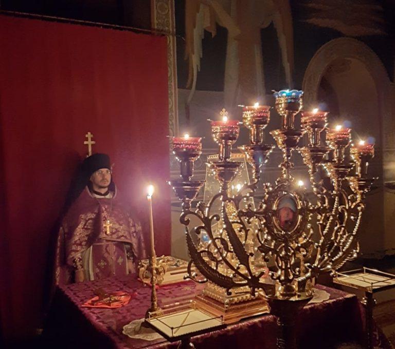 Ночная Литургия в Субботу Акафиста Похвалы Пресвятой Богородицы